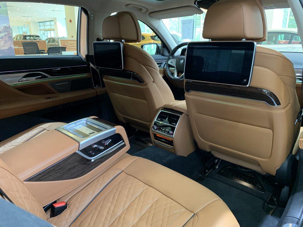 Màn hình giải trí BMW 740Li