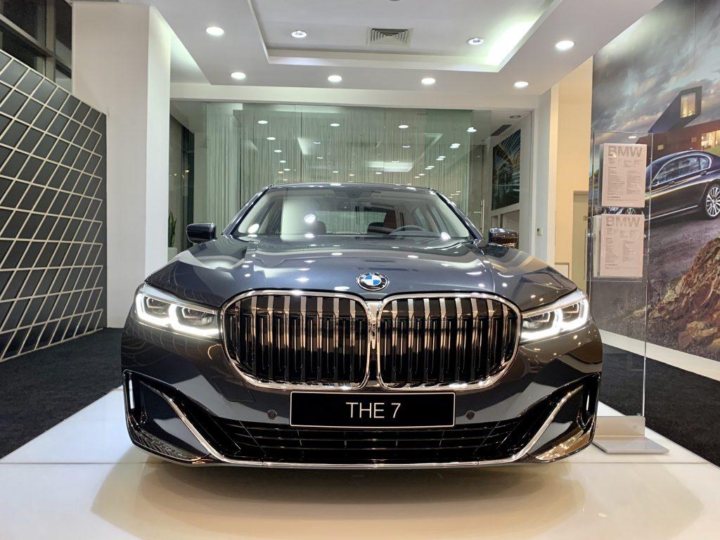Mũi xe BMW 740Li 2020