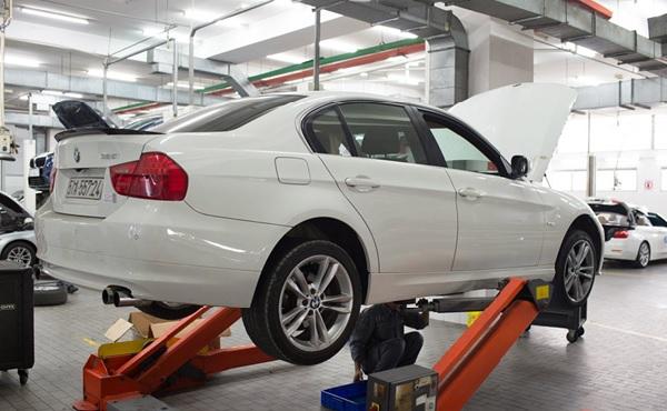 Bảo dưỡng xe ô tô với những máy móc, trang thiết bị hiện đại